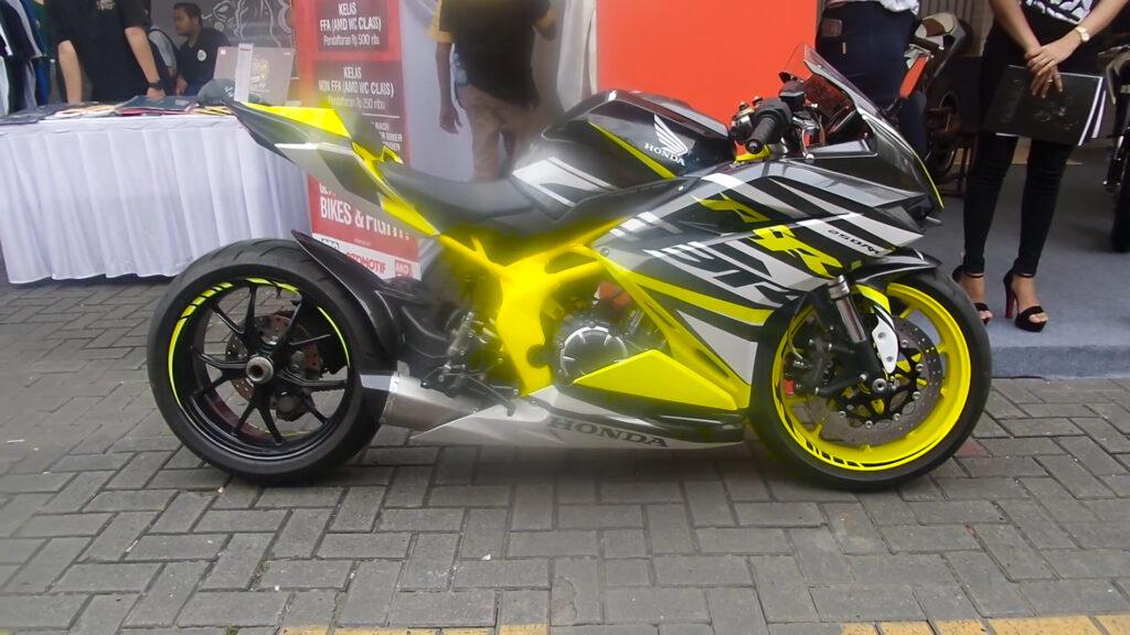 Honda CBR250RR độ gắp đơn cực chất